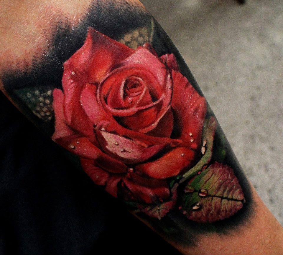 Czerwona róża tatuaż