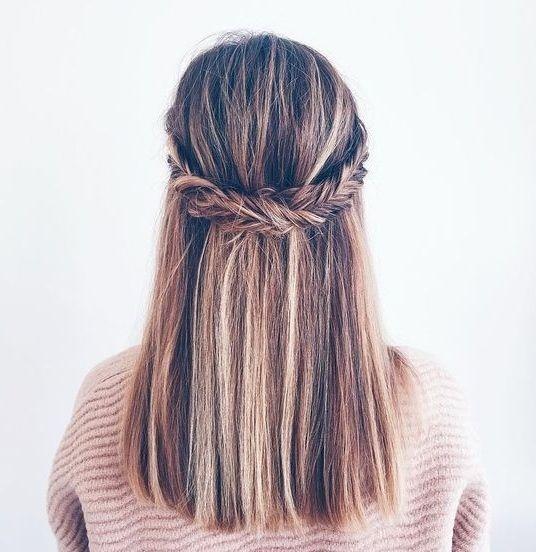 Długie włosy z upięciem