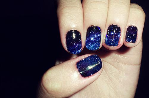 Paznokcie galaxy ciemny kolor