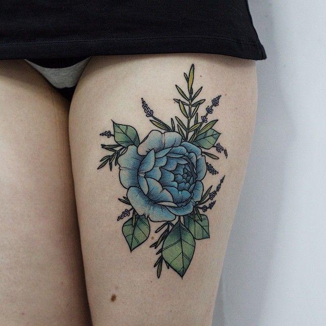 Tatuaż Na Nodze Z Kwiatkiem Kwiaty