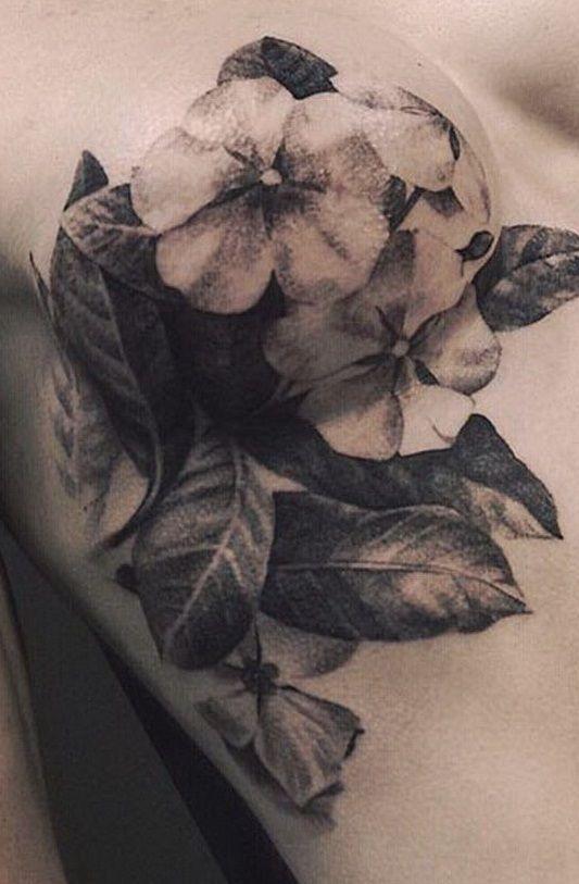 Tatuaż z kwiatkami bratkami